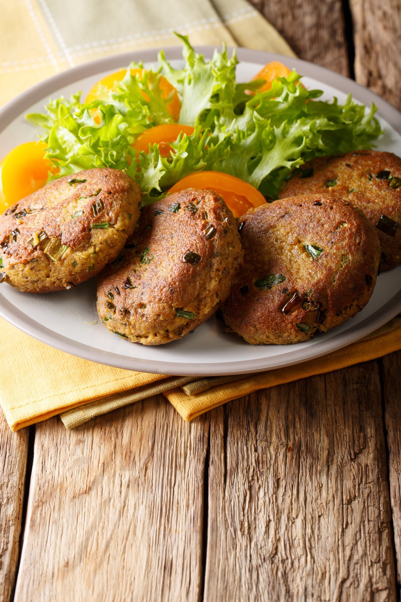 Baked tuna patties with tomato and cucumber